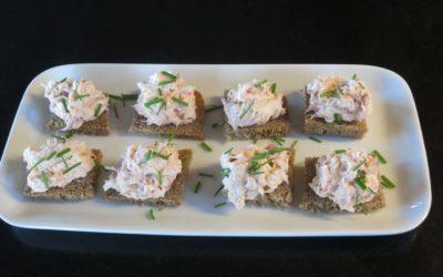 Snittar med kräftskagen och regnbågsrom/tångkaviar