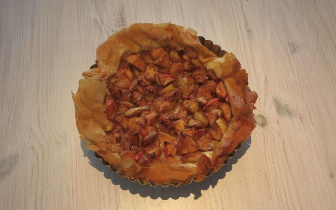Äppelpaj med vispad grädde