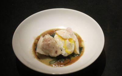 Kokt torskrygg med pocherat ägg och brynt smör